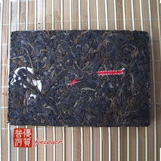 chinese-tea-(green-tea-or-green-puer-tea)-2003-jiang-cheng-brick-tea-2